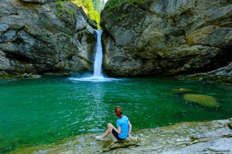 Die Buchenegger Wasserfälle bei Oberstaufen locken viele Mutige Cliff-Diver an.