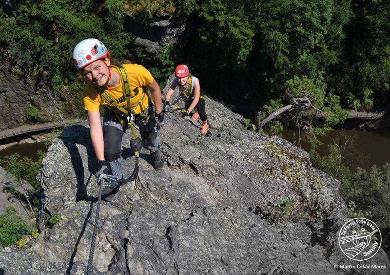 Am Via Ferrata Vodní brána gibt es Klettersteige in drei Schwierigkeitsgraden – alles bieten ein Drahtseil als Aufstiegshilfe.