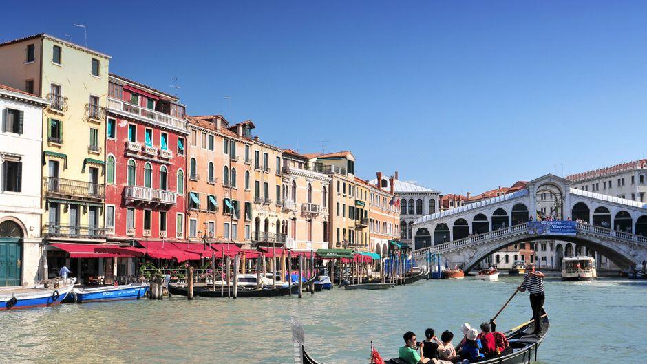Gondiolieri haben einen anstrengenden Job - den lassen sie sich aber auch gut bezahlen. Die Preise in Venedig haben es in sich.