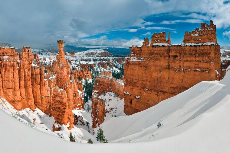 Die schneebedeckten Felsen im Bryce Canyon.
