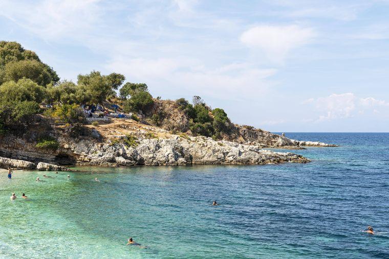 Strand von Kassiopi auf Korfu.