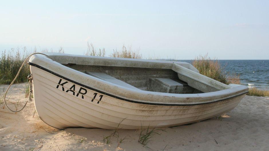 Ein Fischerboot am Strand von Usedom