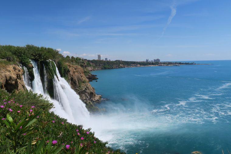 Die Düden Wasserfälle gehören zu den Naturhighlights der Türkei.