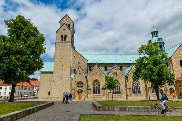Mariendom und Domhof in Hildesheim in Niedersachsen.