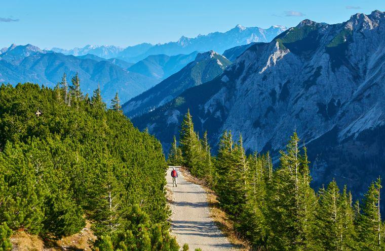 Die Zugspitze ist ein besonders beliebtes Ziel für Wanderer.