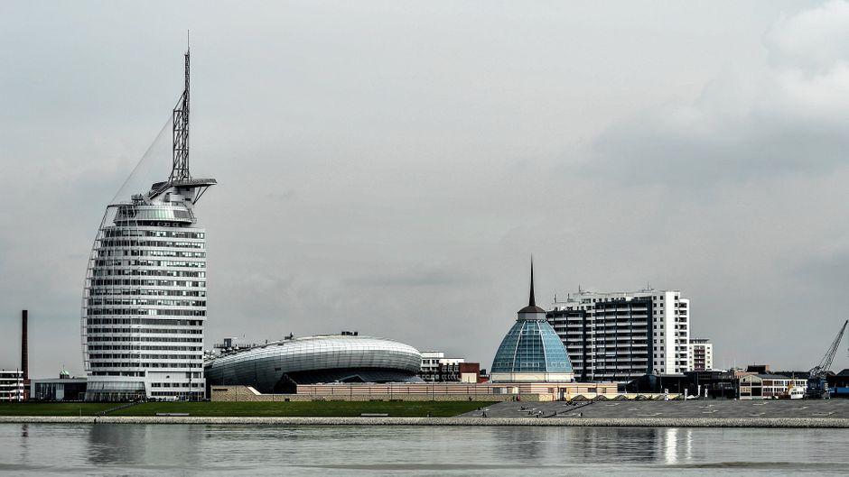 Mutige Architektur in Bremerhaven: Das Atlantic Hotel Sail City, das Klimahaus, Mediterraneo und Columbuscenter prägen die Silhouette..