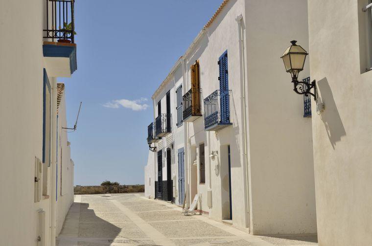 Schön! Die weißen Fassaden in der Altstadt von Tabarca.