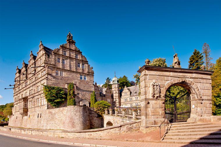 Noch heute erinnert die Hämelschenburg an das Rittergut von damals.
