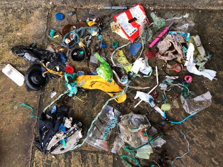Das ist der Gegner: Müll am Strand.