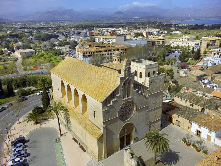 Die katholische Kirche Sant Jaume in Alcúdia beeindruckt selbst Sightseeing-Muffel.