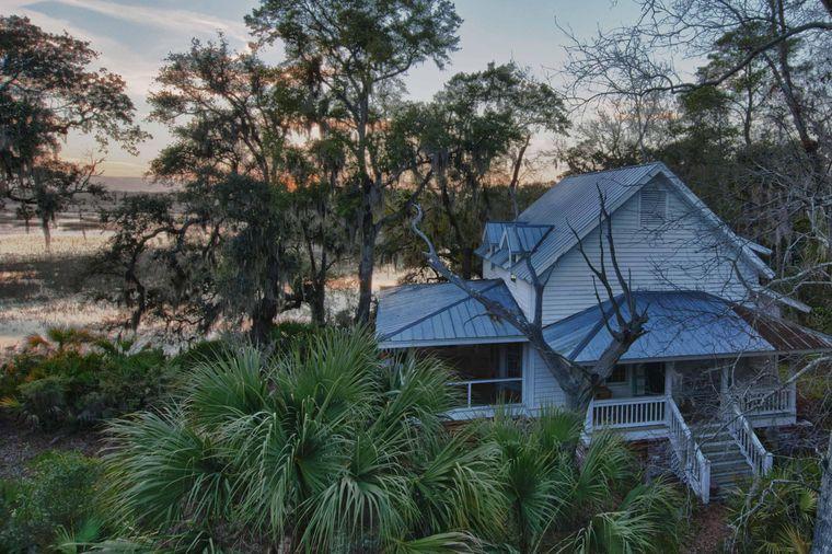 Das Haus auf einer Privatinsel liegt wenige Minuten mit dem Boot von Hilton Head entfernt.