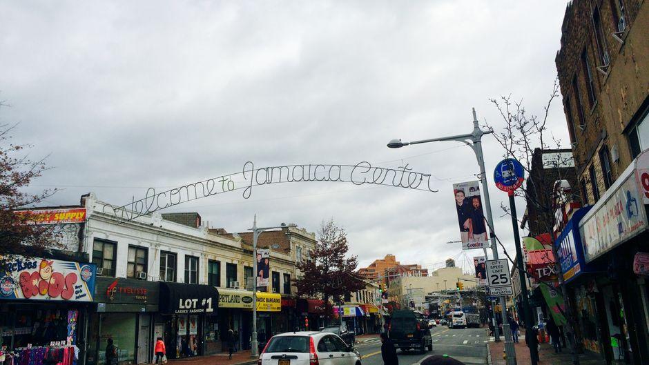 Das Herz von Jamaica (Queens): Die Einkaufsstraße Jamaica Avenue.