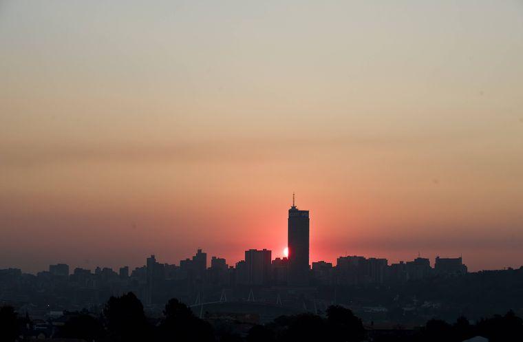 Der Ponte-Tower während eines Sonnenuntergangs.