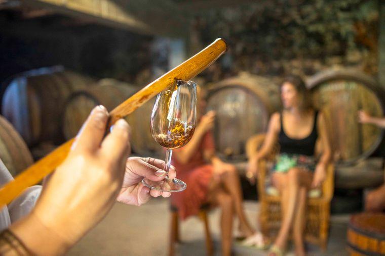 Der Madeira muss eine bestimmte Zeit bei verschieden hohen Temperaturen lagern, um die typische Süße zu entwickeln.