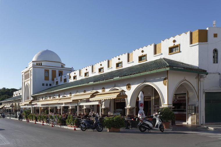 Der Neue Markt mit einer Halle im orientalischen Stil in Rhodos-Stadt.