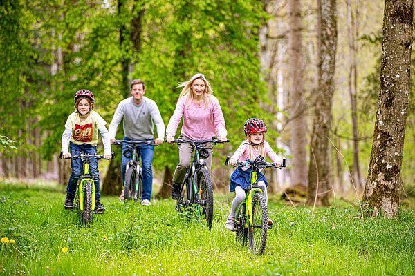 Ob (E-)Bike, Bahn oder Elektroauto - mit Center Parcs bist du umweltfreundlich unterwegs.