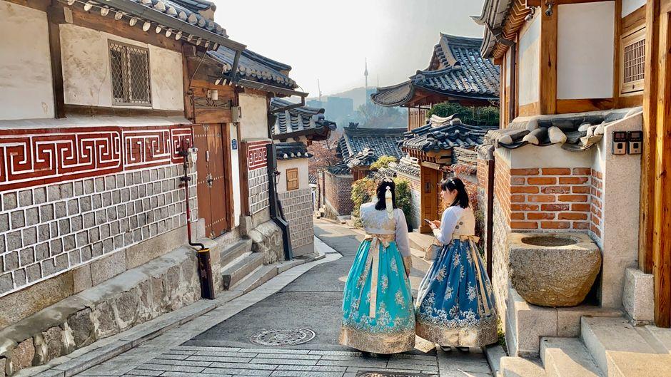 Bokchun nahe dem Gyeongbokgung-Palace ist eine ursprüngliche Gegend, in denen Touristinnen gern Fotos in der Hanbok-Tracht machen.