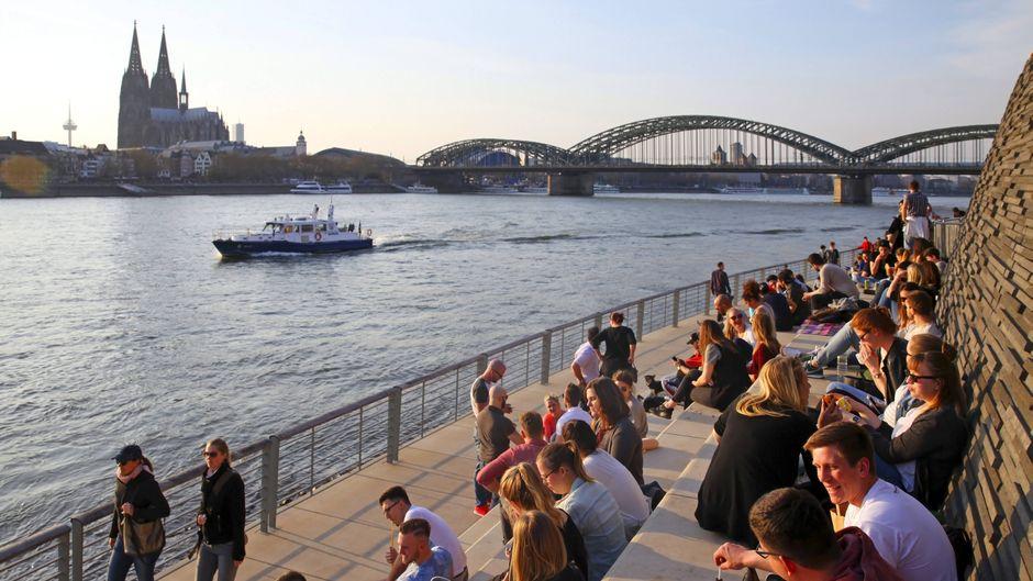 Rheinboulevard, Rhein, Dom und Brücken: Das ist Köln.