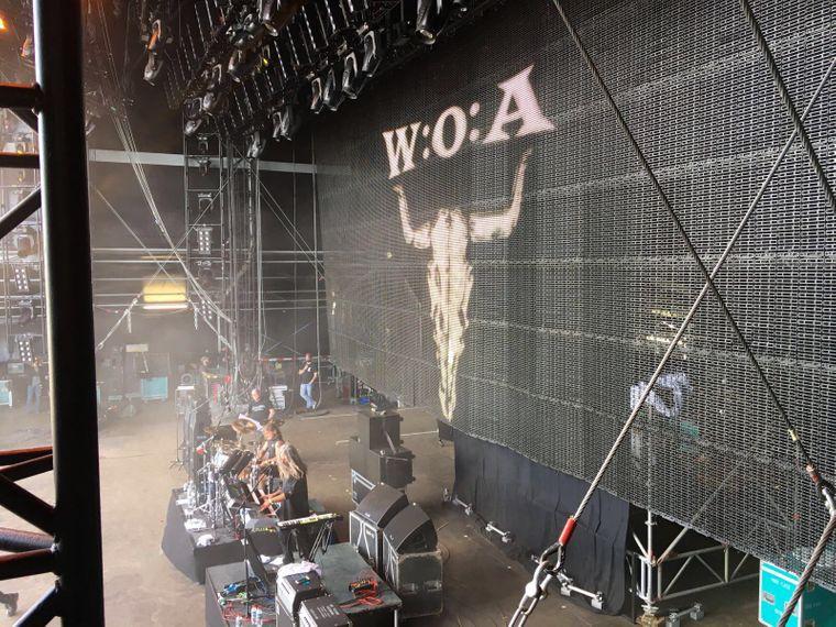 Musiker auf einer Bühne beim Wacken Open Air 2016