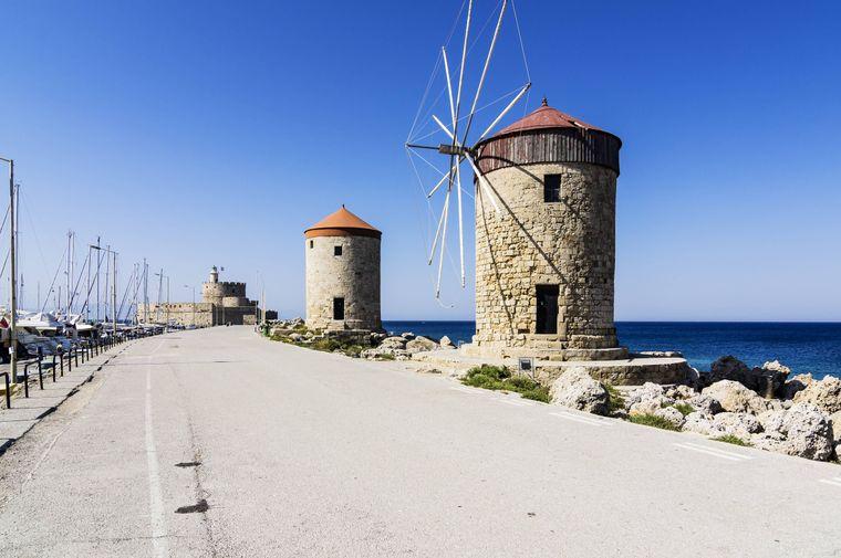 Die Windmühlen am Mandraki-Hafen sind ein gern fotografiertes Motiv.