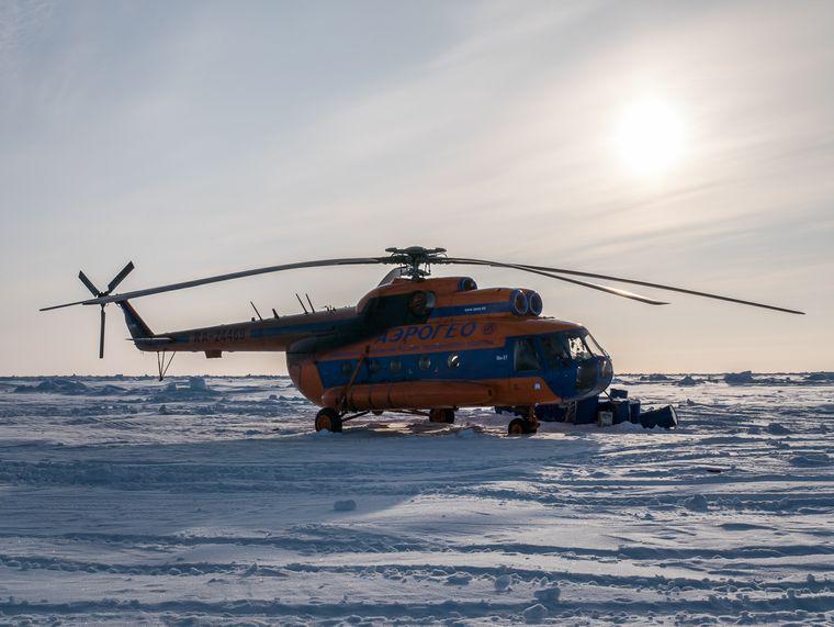 Für 95.000 Euro fliegen Gäste von Spitzbergen zum Iglu-Camp.