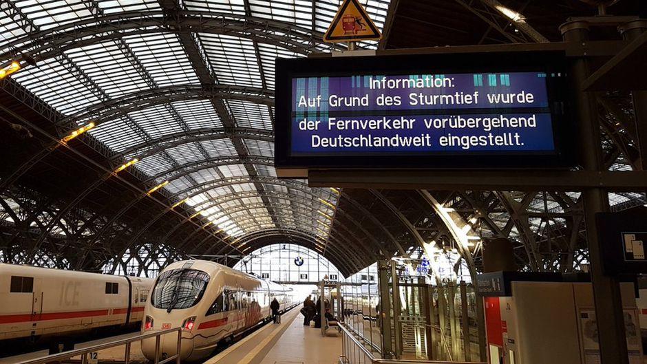 Am Donnerstagnachmittag wurde der gesamte Fernverkehr der Deutschen Bahn eingestellt.
