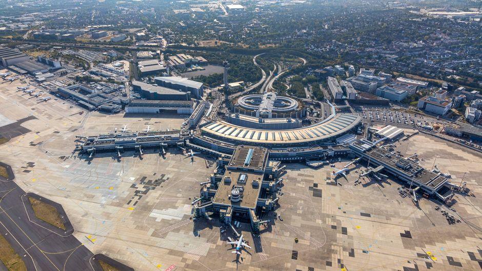 Luftbild des Flughafens Düsseldorf.