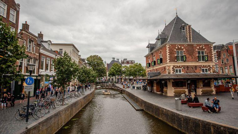 Historische Häuser, Grachten und Einkaufsstraßen: Das gibt es auch in Leeuwarden. Seit 2018 dürfte sie zwar mehr Tipp als geheim sein – Leeuwarden ist die diesjährige Kulturhauptstadt Europas –, zahlreiche Events machen einen Besuch aber umso lohnenswerter.