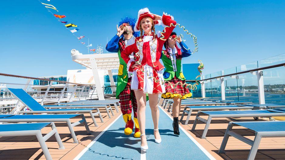 """Funkenmariechen an Bord der """"Mein Schiff 6"""" von Tui Cruises."""