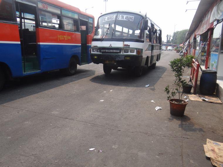 Manche Busse sehen so aus, als würden sie gleich auseinanderfallen.