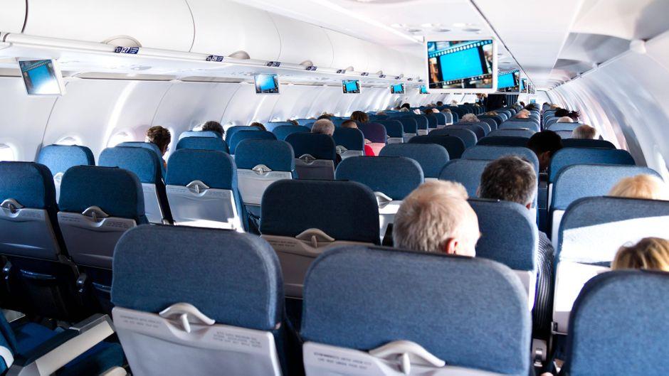 Kabine eines Flugzeugs von innen.