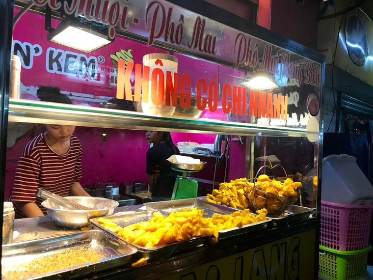 Am Khoai-lang-Stand gibt es leckere Kalorienbomben.