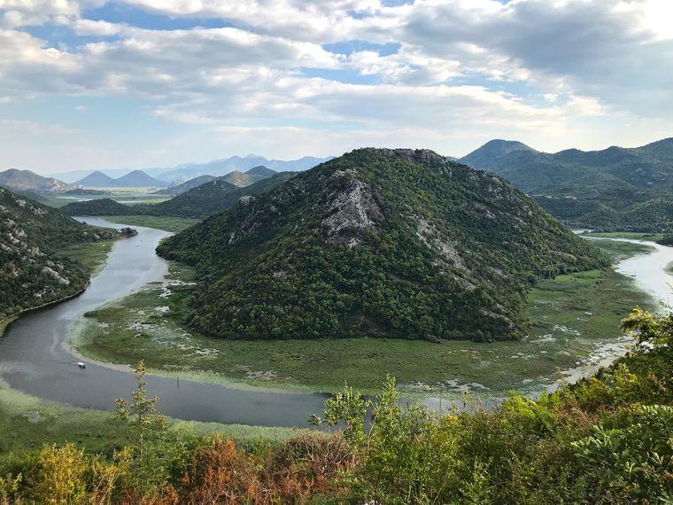 Die Schleife des Crnojević-Flusses in Montenegro.