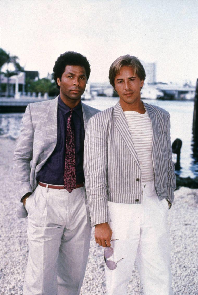 """Bis heute TV-Kult: Als hippe Polizisten Ricardo """"Rico"""" Tubbs und James """"Sonny"""" Crocket ermittelten die Schauspieler Philip Michael Thomas (links) und Don Johnson ab 1984 in der Serie """"Miami Vice"""". Die Produktion war ein Straßenfeger – und leitete einen Imagewechsel für die einstige Drogenmetropole ein."""