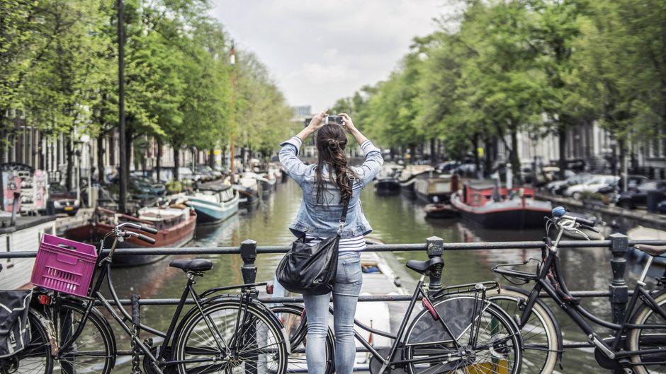 Städtetrip nach Amsterdam: Wie das trotz Corona geht, erfährst du hier.
