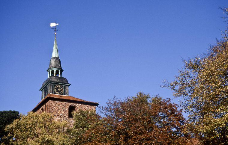 Weithin sichtbar: Der Kirchturm der Schlosskirche zu Varel.