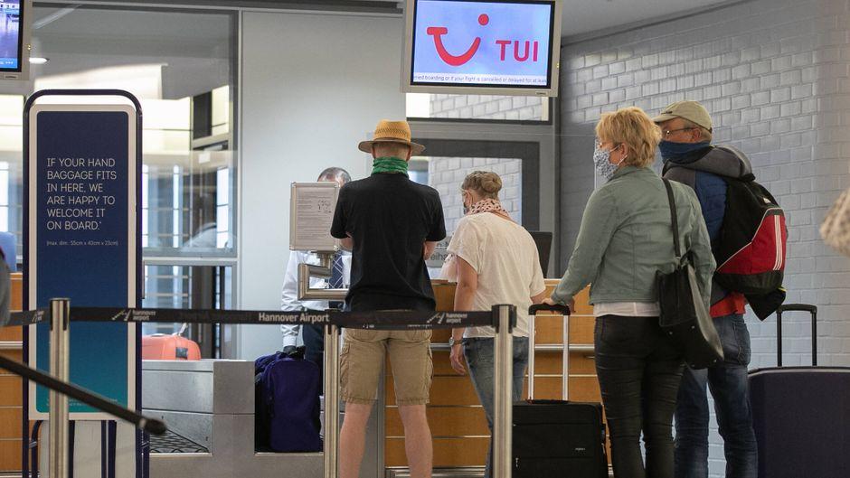 Deutsche Test-Urlauber sind mit Tui nach Mallorca geflogen, um dort Tourismus unter Corona-Bedingungen zu testen. Doch für einige endete der Flug in einem Desaster.