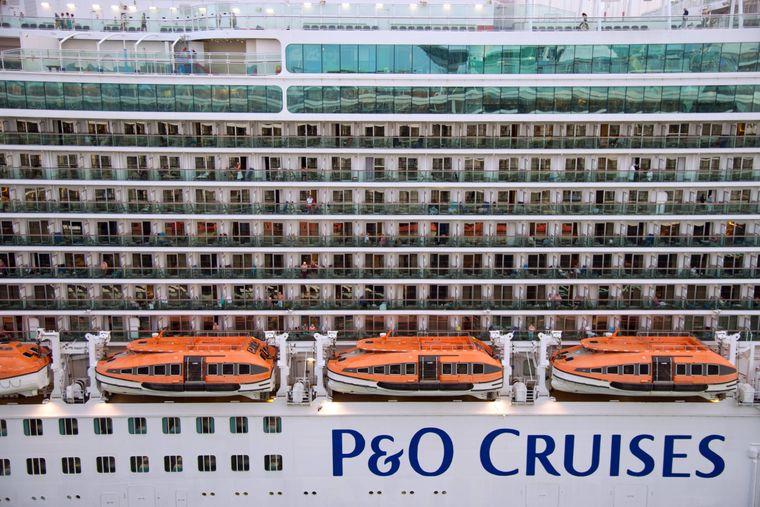 Balkon-Kabinen auf dem Kreuzfahrtschiff.