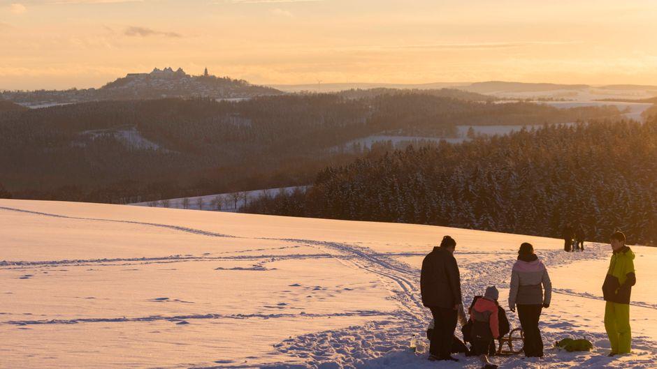 Winter im Erzgebirge am Jagdschloss Augustusburg. Wir verraten, wie du Ausflüge noch cooler gestaltest.