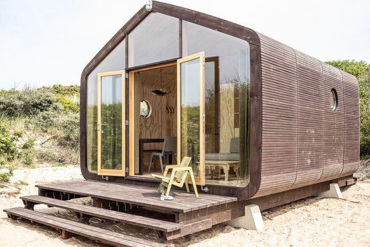 Auf Helgoland übernachten Urlaubende im Wikkelhouse, einem Tiny House aus Pappe.