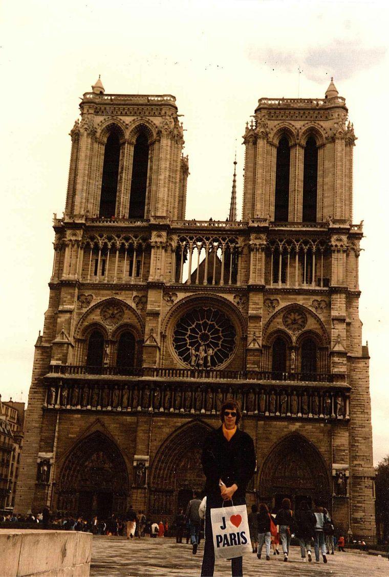 Ein echtes Fundstück: Das ist Dr. Alexander Wäldner aus Hannover bei seinem Paris-Besuch im Jahr 1985.