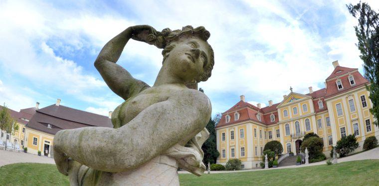Das im 18. Jahrhundert erbaute Barockschloss Rammenau mit seinem englischen Garten ist immer eine Reise wert.