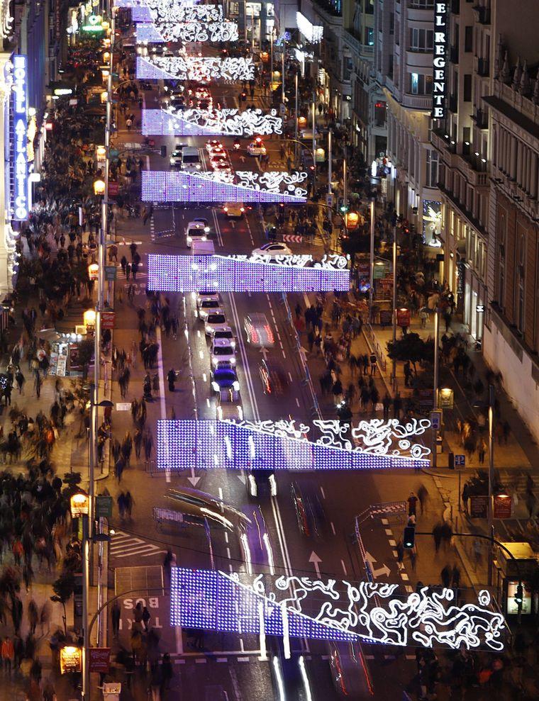 Weihnachtsbeleuchtung in Madrider Innenstadt.