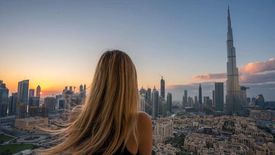 Einen Überblick über Dubais Skyline gibt es auf vielen Attraktionen.