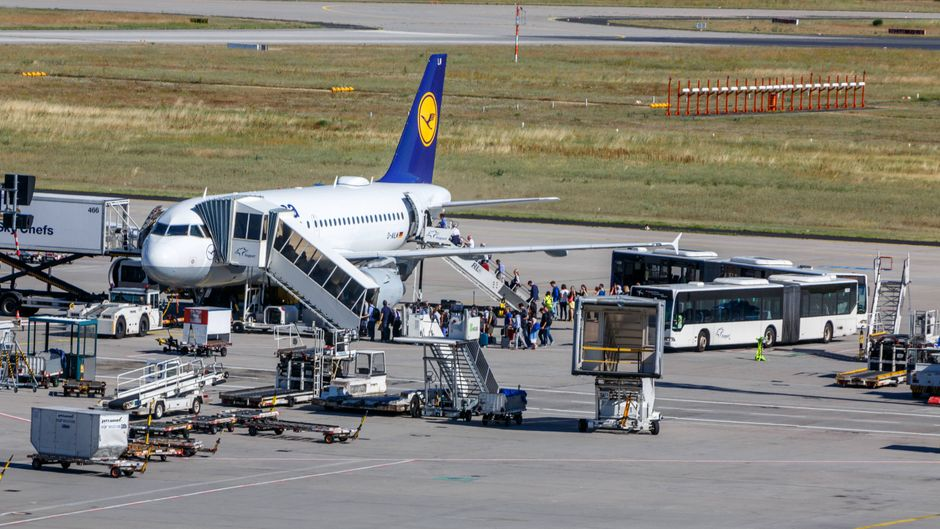 Fast so schlimm wie der Kampf um Liegestühle am Pool: Wer darf zuerst ins Flugzeug einsteigen? (Symbolfoto)