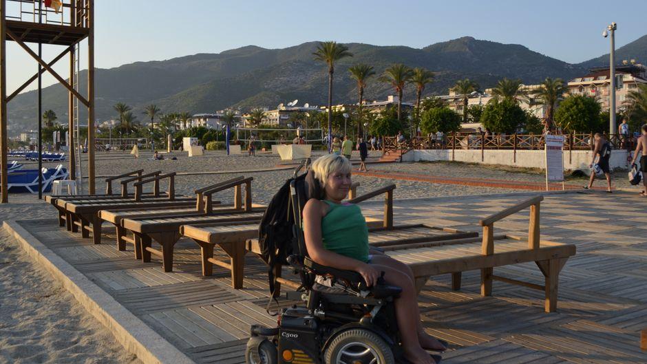 Jenny Bießmann am Strand in Alanya in der Türkei.