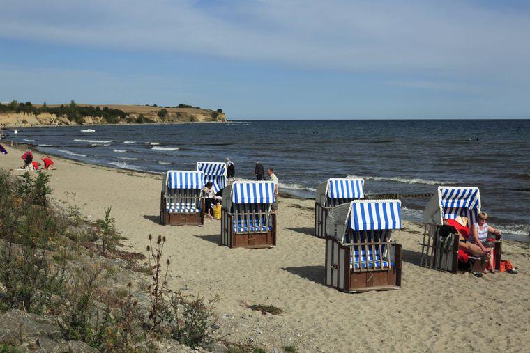4,5 Kilometer lang ist der Sandstrand von Boltenhagen in Mecklenburg-Vorpommern. Falls du die Sonnencreme vergessen hast: Sie kostet dort 3,26 Euro.