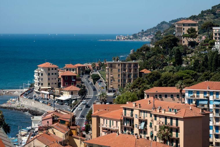 Die Via Aurelia hat Meer zu bieten. So wie hier in der Stadt Imperia, die direkt an der ligurischen Mittelmeerküste liegt.