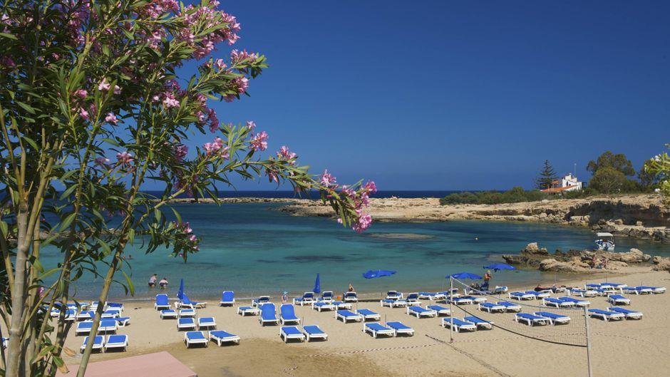 Strand von Protaras bei Agia Napa auf Zypern.