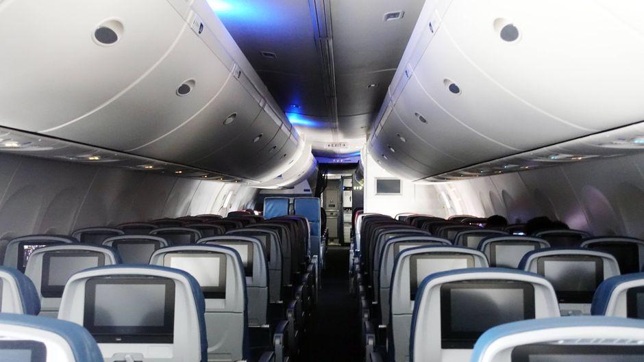 Die weltweite Reisewarnung sorgte in Zeiten der Corona-Krise für weitestgehend leere Flugzeuge. Jetzt feilen die Betreiber an Schutzmaßnahmen für Passagiere.